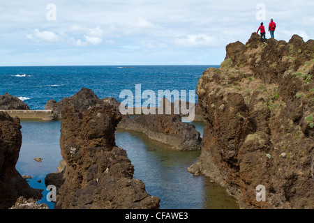 Bassins de lave à Porto Moniz, Madeira, Portugal Banque D'Images