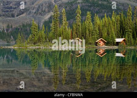 Cabines au lac O'Hara Lodge, lac O'Hara, le parc national Yoho, Colombie-Britannique, Canada