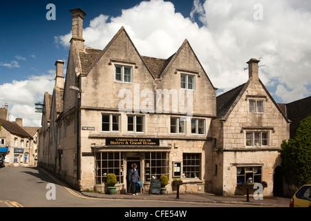 UK, Gloucestershire, Stroud, Painswick, La Croix, Logis Hotel Lons, Bistro et Guest House en fin du 15ème siècle Banque D'Images