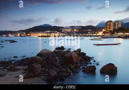 Port de Sai Kung, au crépuscule, de nouveaux territoires, à Hong Kong, Chine, Asie Banque D'Images