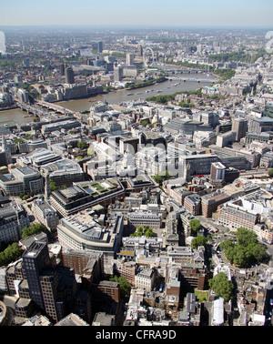 Vue aérienne de l'hôpital St Barts, Londres avec la Tamise en arrière-plan Banque D'Images