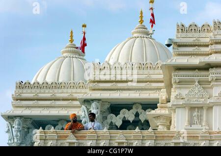 Les dévots observer les activités du haut de la temple pendant les cérémonies de la somme de 19 millions de petits Banque D'Images