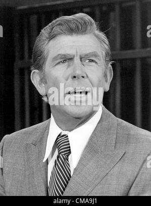 """3 juillet 2012 - Caroline du Nord, États-Unis - Andy Griffith (1 juin 1926 - 3 juillet 2012), acteur, réalisateur, producteur, Grammy award-winning le sud-chanteuse de gospel, et l'écrivain est décédé à son domicile sur l'île de Roanoke dans Dare County, Caroline du Nord à l'âge de 86 ans. Mieux connu comme shérif Andy Taylor dans la série 'The' et Ben Matlock dans 'Matlock"""" (1986-1995). ANDY GRIFFITH - Photo en décembre 1979."""