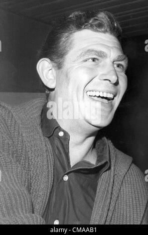 """3 juillet 2012 - Caroline du Nord, États-Unis - Andy Griffith (1 juin 1926 - 3 juillet 2012), acteur, réalisateur, producteur, Grammy award-winning le sud-chanteuse de gospel, et l'écrivain est décédé à son domicile sur l'île de Roanoke dans Dare County, Caroline du Nord à l'âge de 86 ans. Mieux connu comme shérif Andy Taylor dans la série 'The' et Ben Matlock dans 'Matlock"""" (1986-1995). Photo - date exacte inconnue - Andy Griffith. (Crédit Image: © Globe Photos/ZUMAPRESS.com)"""