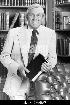 """3 juillet 2012 - Caroline du Nord, États-Unis - Andy Griffith (1 juin 1926 - 3 juillet 2012), acteur, réalisateur, producteur, Grammy award-winning le sud-chanteuse de gospel, et l'écrivain est décédé à son domicile sur l'île de Roanoke dans Dare County, Caroline du Nord à l'âge de 86 ans. Mieux connu comme shérif Andy Taylor dans la série 'The' et Ben Matlock dans 'Matlock"""" (1986-1995). Photo - date inconnue - Andy Griffith à Matlock. (Crédit Image: © Globe Photos/ZUMAPRESS.com)"""
