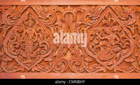 Ancienne sculpture en bois dans un style thaï Banque D'Images