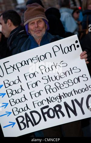 Les manifestants contre le plan d'expansion de l'université de New York, New York Banque D'Images
