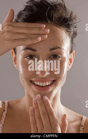 Peeling visage Femme Banque D'Images