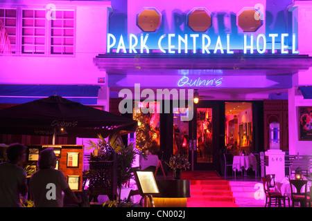 Floride Miami Beach Ocean Drive Quartier Historique Art Déco Park Central Hotel Saint-sylvestre nuit nightlife palmiers Banque D'Images
