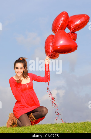 Valentines Day girls avec des ballons blowing kiss Banque D'Images