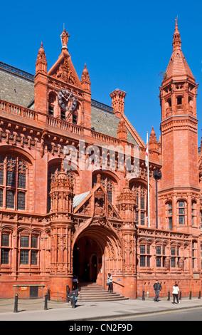 Les gens se tenait à l'extérieur de Birmingham Magistrate Court Harrogate Angleterre UK GB EU europe Banque D'Images