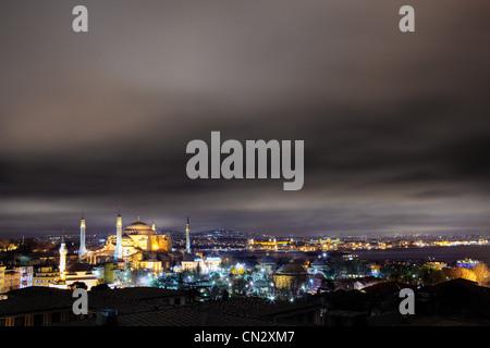 Nuit à la mosquée Sainte-Sophie, Istanbul, Turquie Banque D'Images