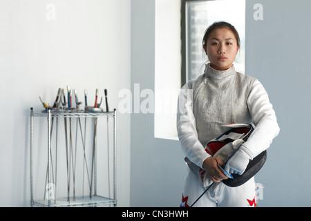 Portrait d'une adolescente fencer Banque D'Images