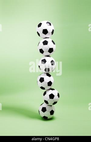 Six ballons empilés les uns sur les autres