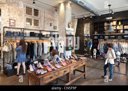 Israël, Tel Aviv, Sheinkin Street, boutique de mode Histoire Banque D'Images