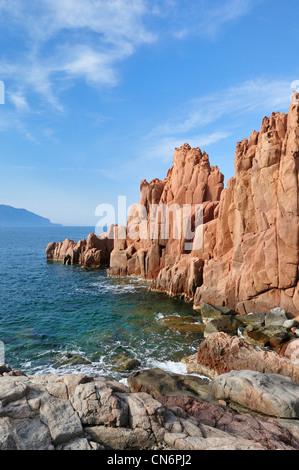 La Sardaigne. L'Italie. Rocce Rosse, roches rouges caractéristiques d'Arbatax. Banque D'Images