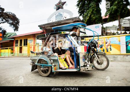 Family riding dans les transports alternatifs Banque D'Images