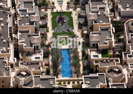 La zone résidentielle du centre-ville de Dubaï (Emirats Arabes Unis) Chambre. Maisons et piscine. Banque D'Images