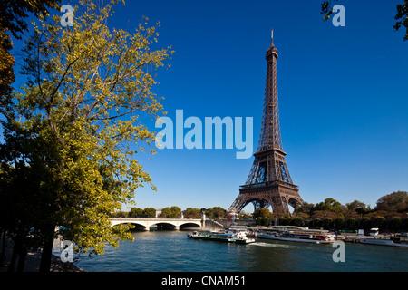 France, Paris, quais de Seine, inscrits au Patrimoine Mondial par l'UNESCO, et la Tour Eiffel Banque D'Images