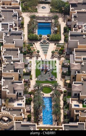 La zone résidentielle du centre-ville de Dubaï (Emirats Arabes Unis). Chambre. Maisons et piscine. Banque D'Images