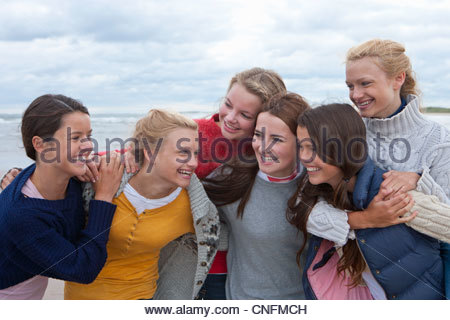 Teenage Girls on beach Banque D'Images