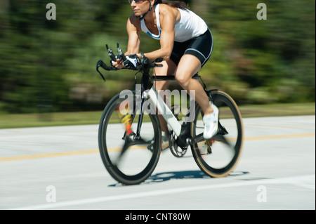 Équitation femme vélo de route, cropped