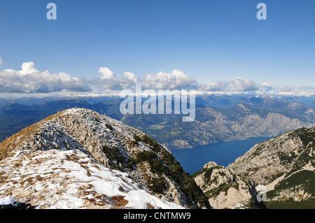 Vue du Monte Baldo à Lac de Garde, Italie Banque D'Images