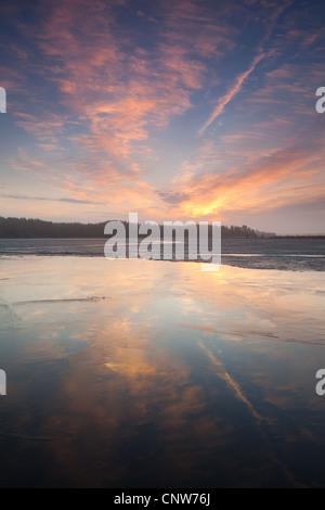 Début du printemps matin à Vanemfjorden dans le lac Vansjø en Østfold, Norvège. Vansjø est une partie de l'eau appelé Banque D'Images