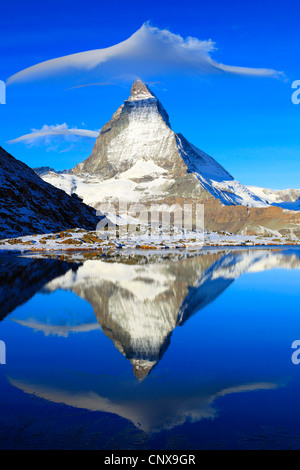 Dans refelcting cervin lac Riffelsee Riffel, Valais, Suisse, Banque D'Images
