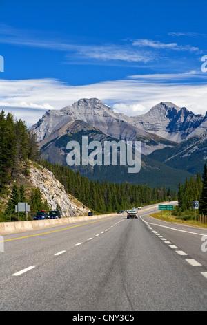 Route à travers les montagnes Rocheuses, Canada, Alberta, parc national de Banff Banque D'Images
