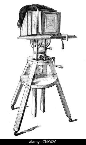 Appareil photo, caméra sur un trépied, historique de la gravure sur bois, vers 1888 Banque D'Images