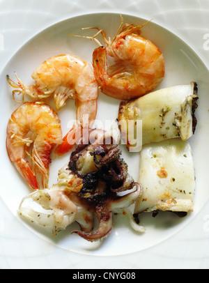 Meze de poulpes, seiches, crevettes et de Crète, Grèce Banque D'Images
