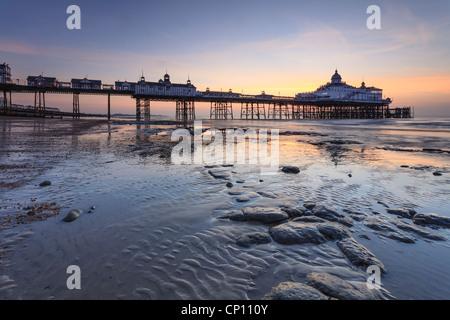 La jetée d''Eastbourne capturé au lever du soleil Banque D'Images