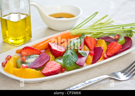 Salade de fraises Super [,kiwi,orange,betteraves] Banque D'Images