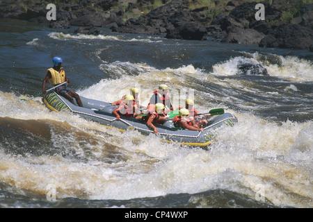 Zimbabwe - Victoria Falls. Rafting sur le fleuve Zambèze. Banque D'Images