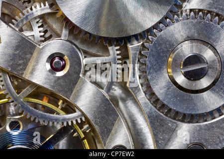 Vintage montre de poche à l'intérieur détail macro des engrenages. Banque D'Images