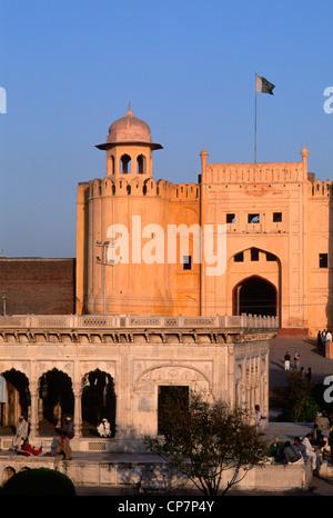 Le Pakistan, Lahore, Punjab, Fort, Alamgiri Hazuri Bagh Baradari Gate, pavillon, Banque D'Images