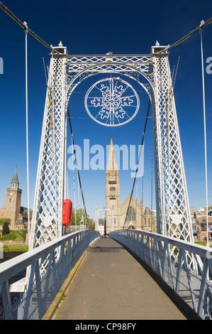 L'Greig Street Bridge, une passerelle sur la rivière Ness à Inverness, en Écosse. Banque D'Images
