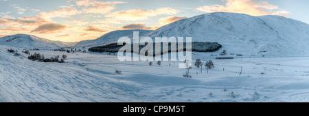 Coucher du soleil à Glen Clunie en hiver, Écosse, Royaume-Uni, Cairngorms Banque D'Images
