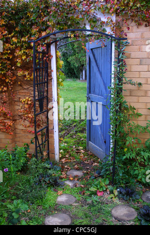 Porte de jardin, jardin secret de la porte ouverte