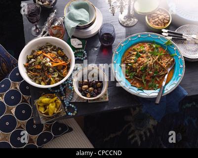 La nourriture turque de plaques sur la table