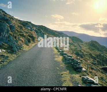 Routes rurales asphaltées sur montagne Banque D'Images