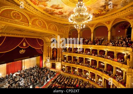 State Opera House (Magyar Allami Operahaz) avec l'Orchestre Philharmonique de Budapest, Budapest, Hongrie Centrale, Banque D'Images