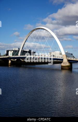 Le Clyde Arc pont sur la rivière Clyde à Glasgow Scotland UK