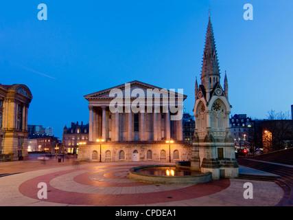 Chamberlain Square, au crépuscule, Birmingham, Midlands, Angleterre, Royaume-Uni, Europe Banque D'Images
