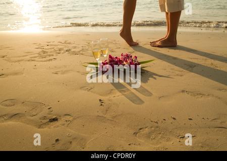 Couple de mariés sur la plage de Paradise - avec place pour le texte Banque D'Images