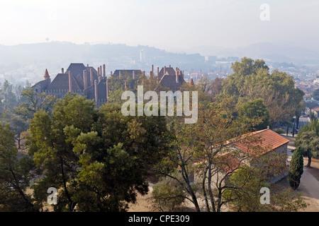 Palais des Duques de Bragance et S. Miguel Chapelle vu depuis le château de Guimaraes. Banque D'Images