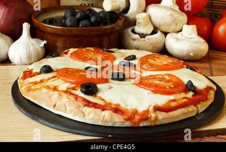 Plaine napolitaine ou fromage mozzarella et tomato pizza Banque D'Images