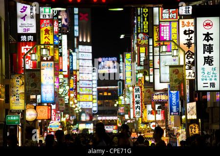 Enseignes au néon, Kabukicho, Shinjuku, Tokyo, Japon, Asie Banque D'Images