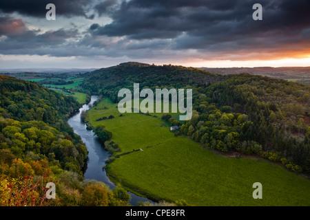 Le Breaking Dawn sky et la rivière Wye de Symonds Yat Rock, Herefordshire, Angleterre, Royaume-Uni, Europe